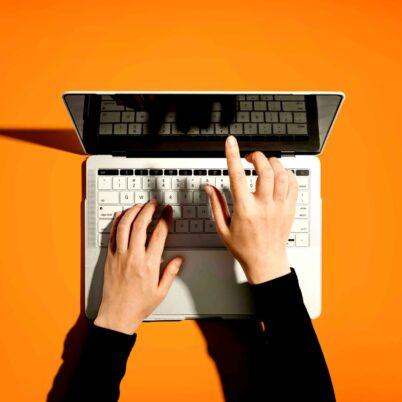 Oprogramowanie B2B – czym jest i jakie są korzyści z jego wdrożenia?